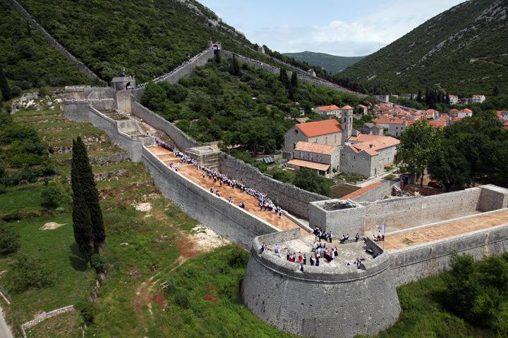 стены в городе Стон