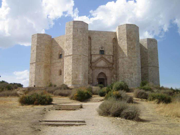 Замок Кастель дель Монте в Италии