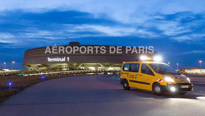 Аэропорт Шаль де Голь в Париже Франция