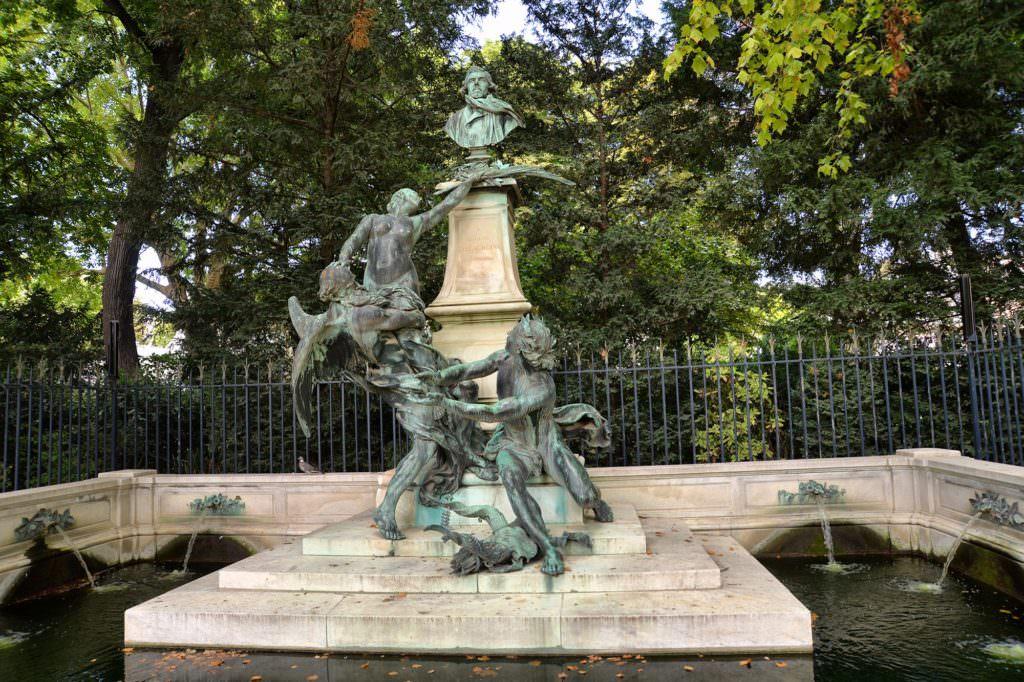 Люксембургский сад в Париже скульптурная композиция