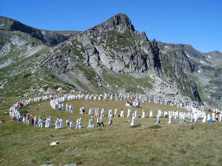 Праздник танца панэвритмии на горе Рила в Болгарии