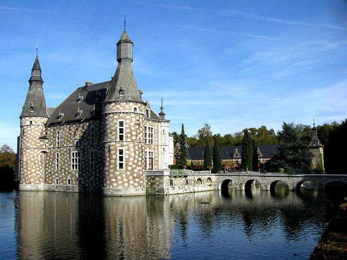 Замок Жеэ в Бельгии