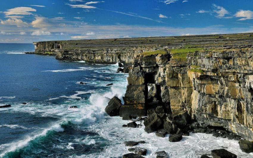 Прибой на острове Инишмор Ирландия