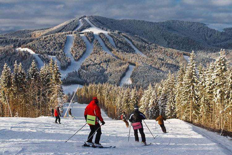 Лыжный склон на курорте Божий дар в Чехии